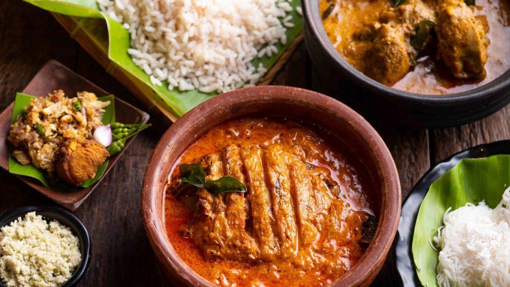 Chatti-meen-Kozhi-Curry-3_Kappa-Chakka-Kandhari_Photo-by-Vinayak-Grover-1366×768
